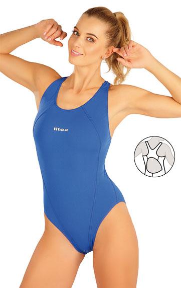 Jednodílné sportovní plavky.